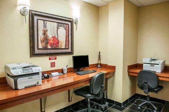 Comfort Suites Indianapolis Airport 89 ̶1̶0̶0̶