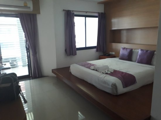 Tanawit Condotel: Although it might look good on the pictures, the room was rather uninviting and worn.
