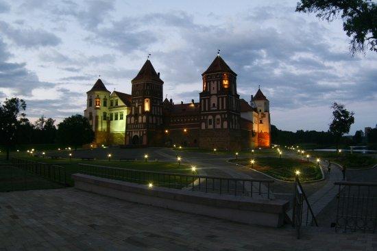 Mir Castle: exterior