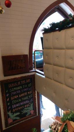 Woodside Inn Restaurant: as u get down....