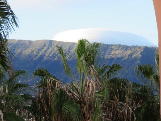 Hotel Puerto Palace : Vue sur le volcan qui est caché par les nuages