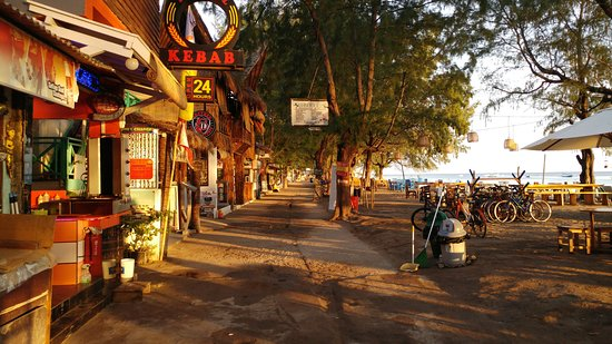 Bale Sampan Bungalows: The sreet early in the morning
