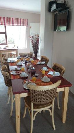 Gordon's Bay, Sudáfrica: Frühstückstisch