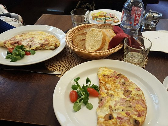how to cook a ham and mushroom omelette
