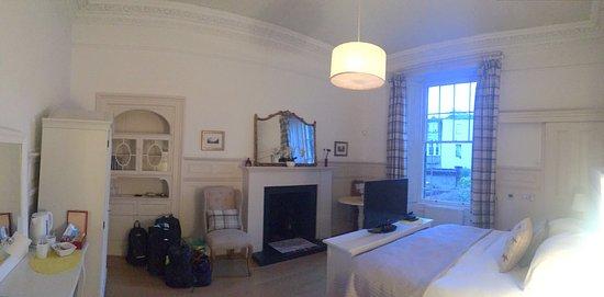 15Glasgow: Our first floor room, Tartan.