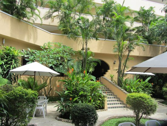 Pacific Club Resort: Hotel courtyard