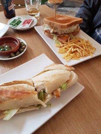 Restaurante la taperia en m laga con cocina otras cocinas for Cocinas malaga precios