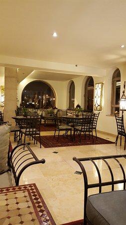 Mount Zion Hotel: lobby snack area