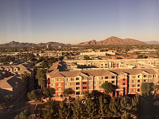 Phoenix Airport Marriott: view from room looking towards Camel Back Mtn