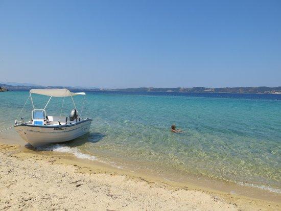Урануполис, Греция: Eaux cristallines et sable blond d'Artémis.