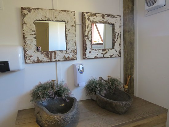 The Lookout Cafe: Beautiful restrooms, and spotless