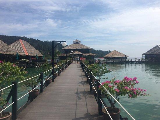 Gayana Eco Resort: worn out resort