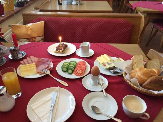 Faistenau, Austria: Birthday breakfast at bayrhammer special thanks to louis for making it personal...Reccomended