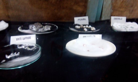 Historical Mansion Museum : Pearl, Sapphire collection