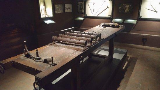 Letto di tortura picture of torture museum lucca - Famoso letto di tortura ...