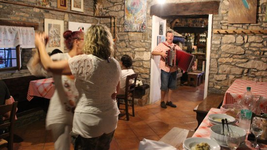 Oprtalj, Kroatia: guests dancing to Paolo's music