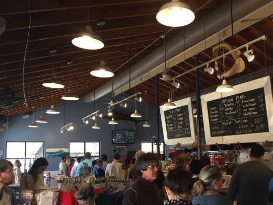 Safe Harbor Seafood Market & Restaurant: Popular! Line moves fast though