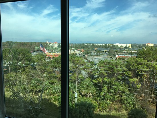 Radisson Hotel Orlando - Lake Buena Vista: Shopping center behind hotel