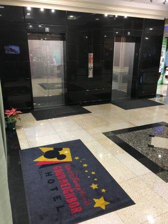 Radisson Hotel Orlando - Lake Buena Vista: Elevators