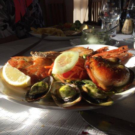 Restaurante el mundial 82 en santa cruz de tenerife con for Mesa cocina tenerife