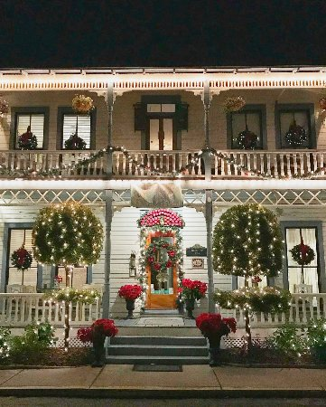 Carriage Way Bed & Breakfast : The B&B was beautifully decorated for Christmas!!