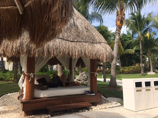 Excellence Playa Mujeres: Nice areas to spend the day..........