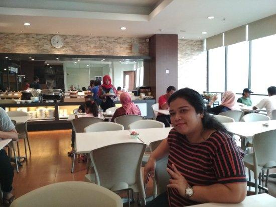 Hotel 88 Embong Malang: TA_IMG_20171227_063713_large.jpg