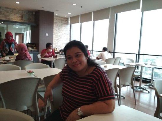 Hotel 88 Embong Malang: TA_IMG_20171227_063759_large.jpg