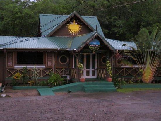 JJ's Paradise Hotel: neighboring restaurant
