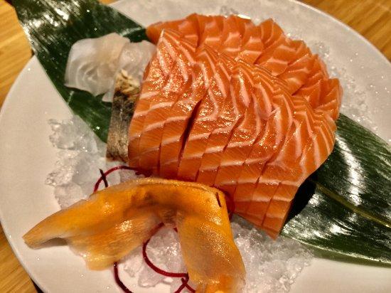 Makimono Restaurant: Sake Sashimi (Salmon)