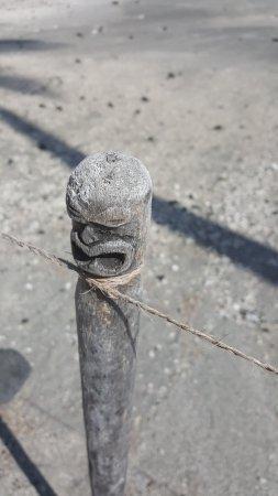 Honaunau, Гавайи: Even the marker poles were carved