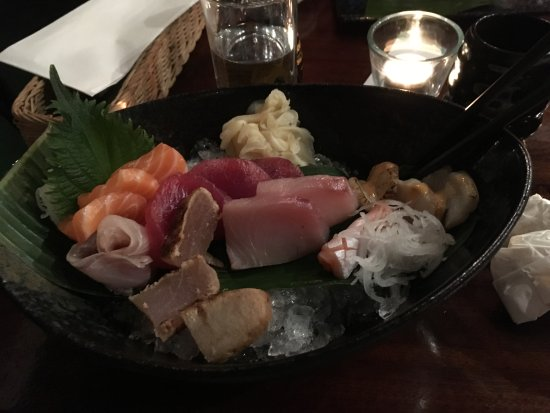 Yamamori Izakaya: fish served on bed of crushed ice