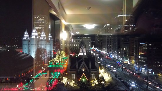 Salt Lake Plaza Hotel: Looking out at Temple Square