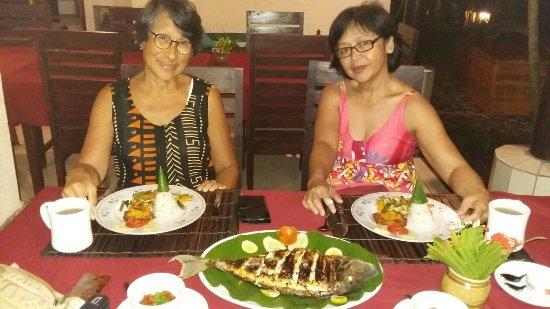 Pemaron, Ινδονησία: Fresh food and beach front location