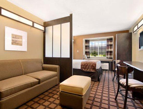 Enola, Pensilvania: Guest room