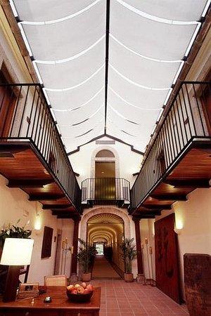 Hotel El Convent: Exterior