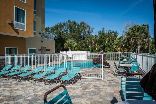 Comfort Suites at Fairgrounds - Casino: Pool