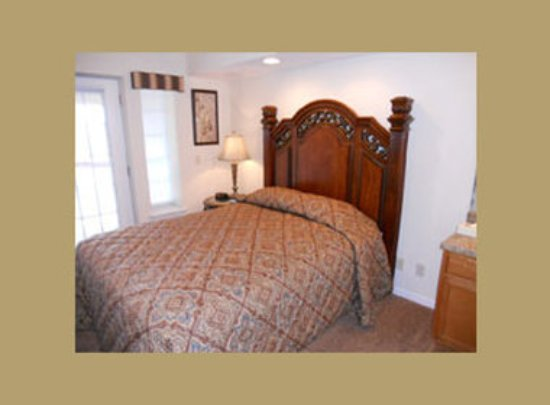 Grand Crowne Resort: Guest room