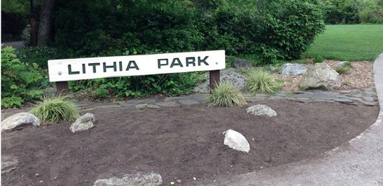 Lithia Park : Park Sign at the entrance to this amazing park.