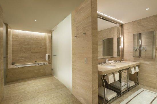 The St. Regis Bal Harbour Resort: Guest room amenity