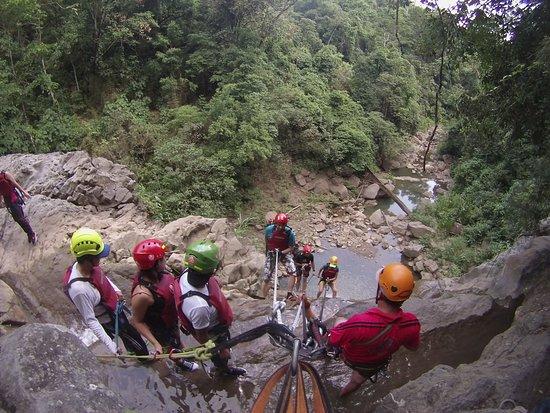 Villeta, Colombia: torrentismo en la tercer cascada del salto de los micos