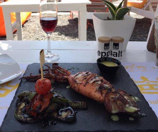 Prince Bar Restaurant: 美食配美景