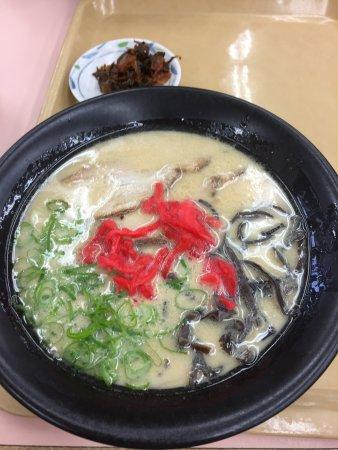 Kiyama-cho, اليابان: 基山PAのフードコートの豚骨ラーメン