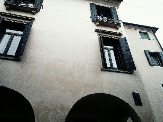 Civico 8