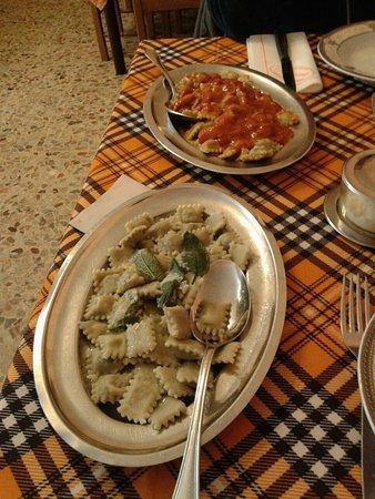 Sesta Godano, Italy: ogni vassoio una porzione...