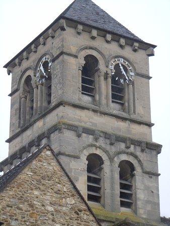 Deuil-la-Barre, France: Vue rapprochée du clocher de l'église