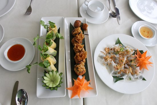 Dao Tien River: The three starters were good - shrimp and pork rolls, money bags and white rose.