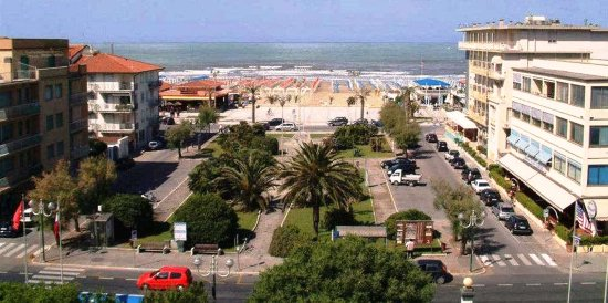 BH Colombo Boschetto Holiday Hotel : Posizione dell'Hotel BH Colombo Boschetto Holiday. La vista dalle camere verso mare