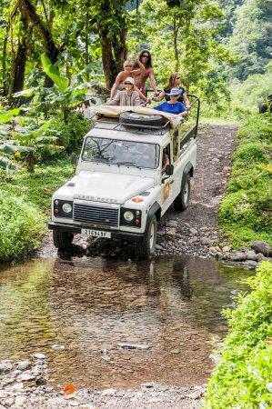 Tahiti Discovery: Des fois il faut pousser ou tirer mais souvent les éléphants son là pour nous aider ;)
