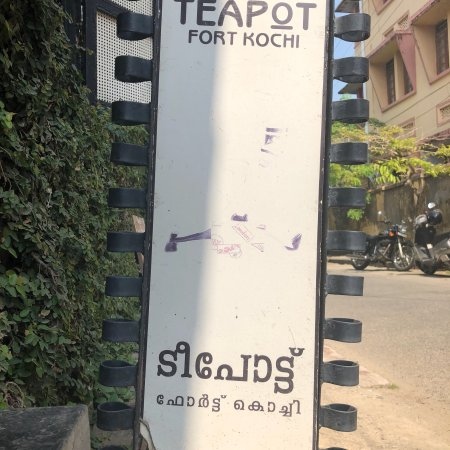 Teapot Cafe: Dropped in for a coffee, an early noon. For a cold coffee.
